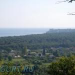 Вид с горы над домом в сторону Пицунды