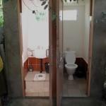 Туалеты на улице, но нормальные!